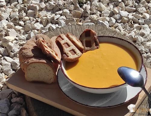 Sütőtök krémleves pirított gyökérkenyérrel (glutén,tej,tojás,cukor,szójamentes,vegán)